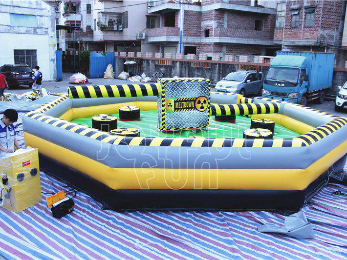 High Quality 8 People Mechanical Inflatable Wipe Out Meltdown